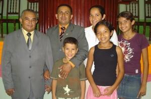 pastor Ribamar, Lindomar e familia