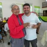 Orimá-recebendo das mãos do Pr. José Martins
