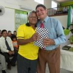 Ev. Antonio Gomes - recebendo das mãos do Pr. João Gomes