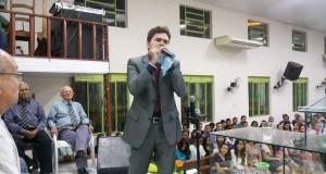 Evangelista Jeovani Santos de Araguaína (TO) entrega a mensagem de Deus no culto de ensino da igreja AD. ASSISTA AO VÍDEO