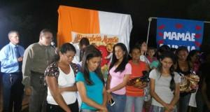 ARAGUATINS: Mães residentes no povoado Bacaba recebem homenagem pelo Dia das Mães. Arleth e Alcineia Almeida foram as organizadoras.