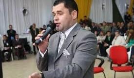 Pastor Paulo Marcelo divulga nota sobre arma, munições e suposto entorpecente encontrado em sua residência.
