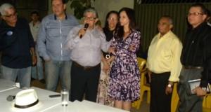 ARAGUATINS: Deputada Dorinha e Vereador Gipão são apresentados em reunião com a comunidade.