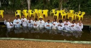 Assembleia de Deus CIADSETA em Araguatins realiza batismo de novos membros. O último do ano. CONFIRA.