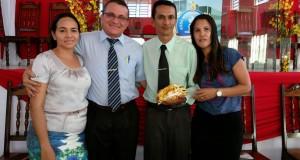 ARAGUATINS: Departamento da Escola Bíblica Dominical homenageia pastor Valmir pela passagem de seu aniversário