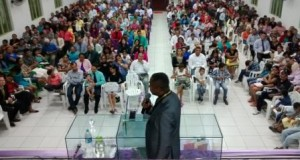 ARAGUATINS: Departamento da Família realizou confraternização e o Pr João Batista esteve ministrando durante a festividade.