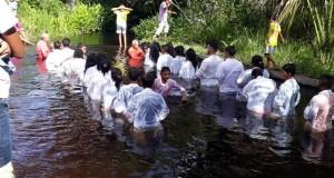 ARAGUATINS: Assembleia de Deus realizou batismo de 24 irmãos na tarde deste sábado (06), na Transaraguaia.